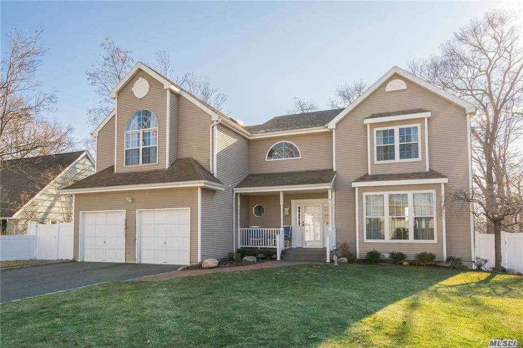 Residential for Sale at 4 Mayflower Court, Centerport, NY 11721 Centerport, New York 11721 United States