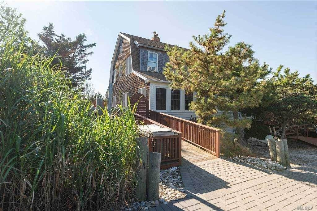 Residential for Sale at 53 Crescent Avenue Seaview, New York 11770 United States