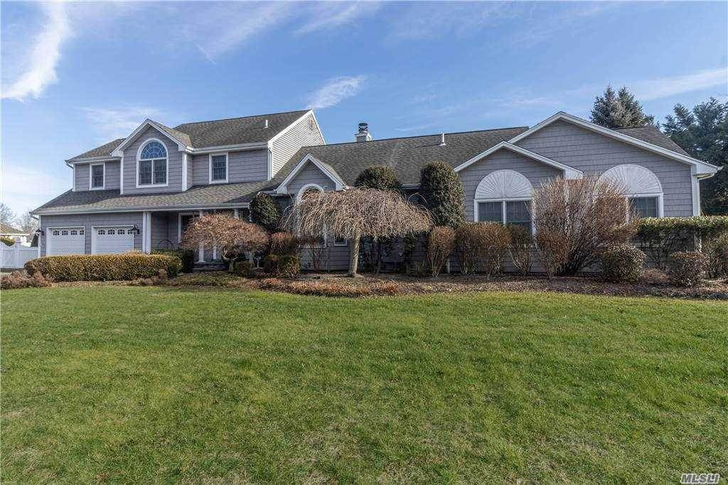 Residential for Sale at 14 Dorothy Lane Holbrook, New York 11741 United States