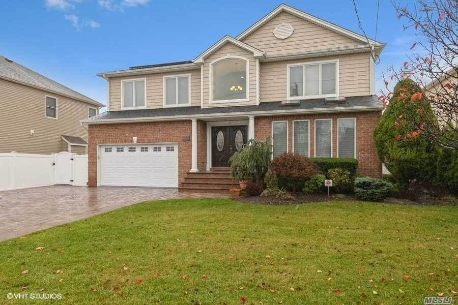 Residential for Sale at 1314 Little Neck Avenue North Bellmore, New York 11710 United States