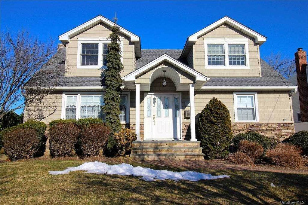 Residential for Sale at 1315 Little Neck Avenue North Bellmore, New York 11710 United States