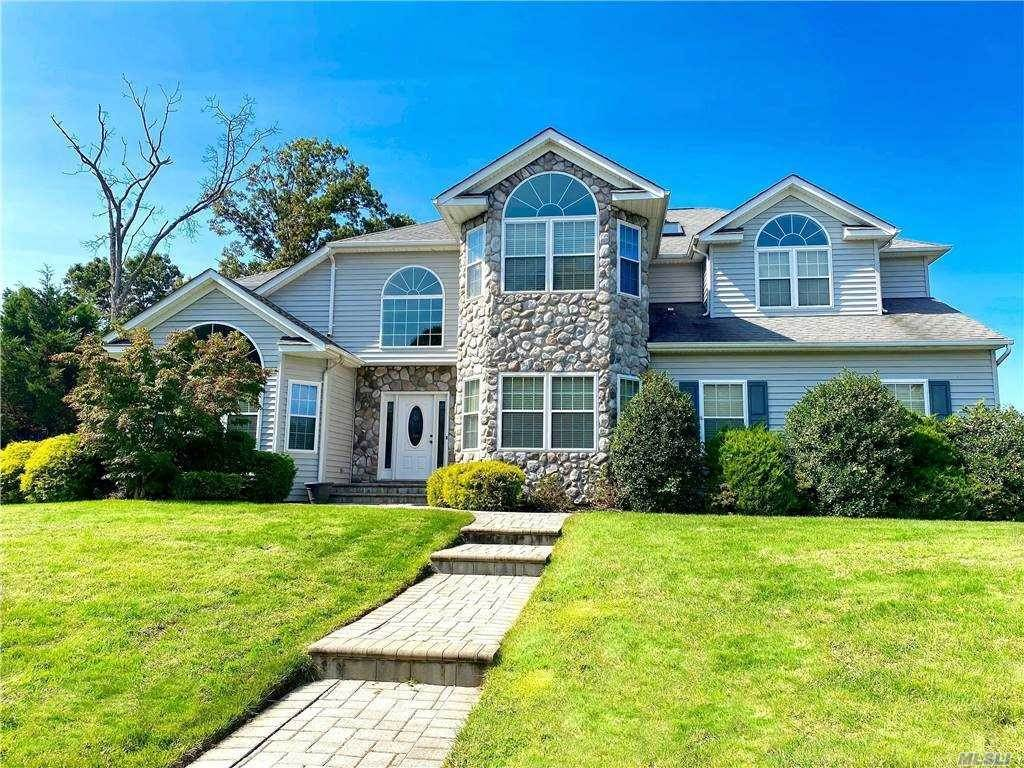 Residential for Sale at 33 Southview Circle Lake Grove, New York 11755 United States