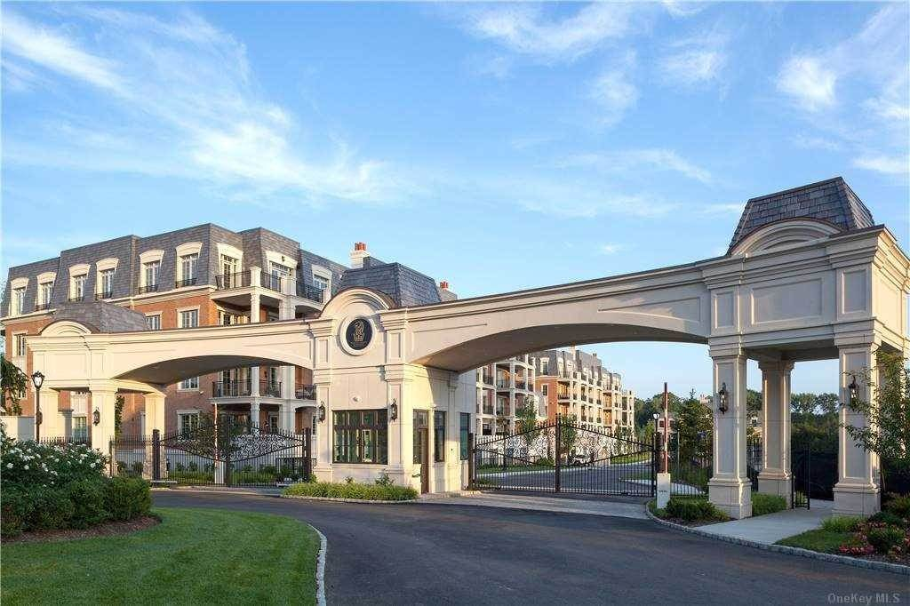 Residential for Sale at 5000 Royal Court # 5202, North Hills, NY 11040 North Hills, New York 11040 United States