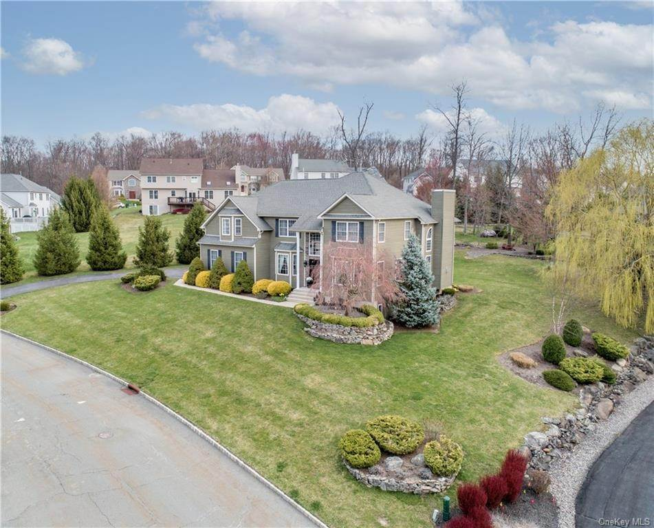 Residential for Sale at 1022 Forest Glen New Windsor, New York 12553 United States