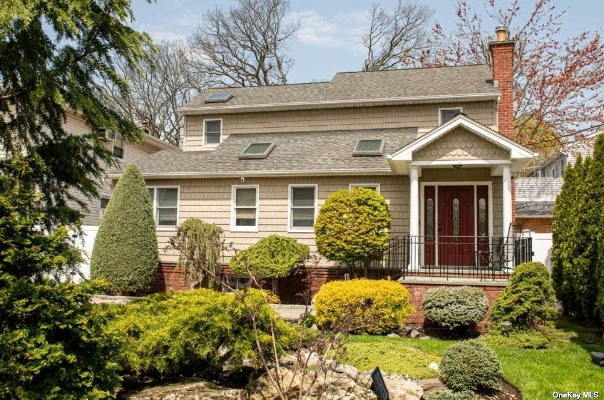 Residential for Sale at 1901 Bedford Avenue North Bellmore, New York 11710 United States