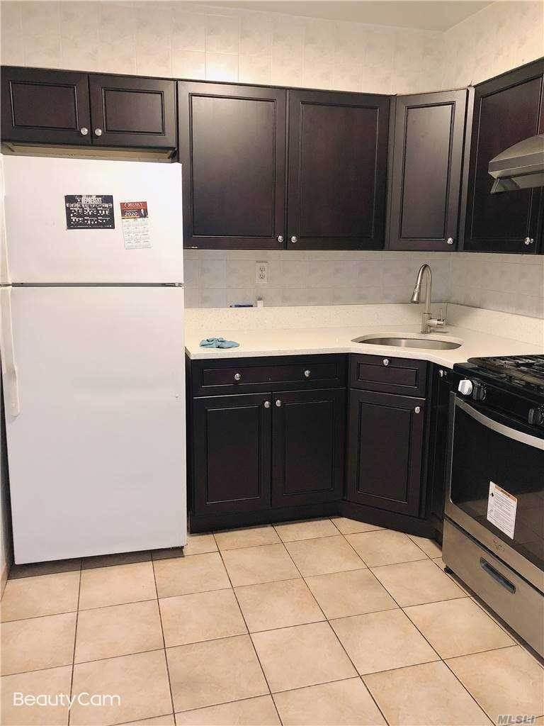 Residential Lease الساعة 109-44 Corona Ave # 2nd FL Corona, New York 11368 United States