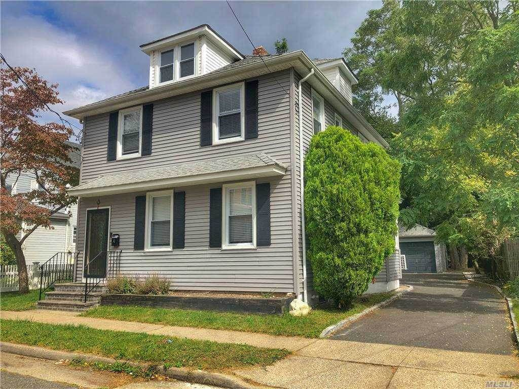 Residential for Sale at 4 Walnut Street, Greenvale, NY 11548 Greenvale, New York 11548 United States