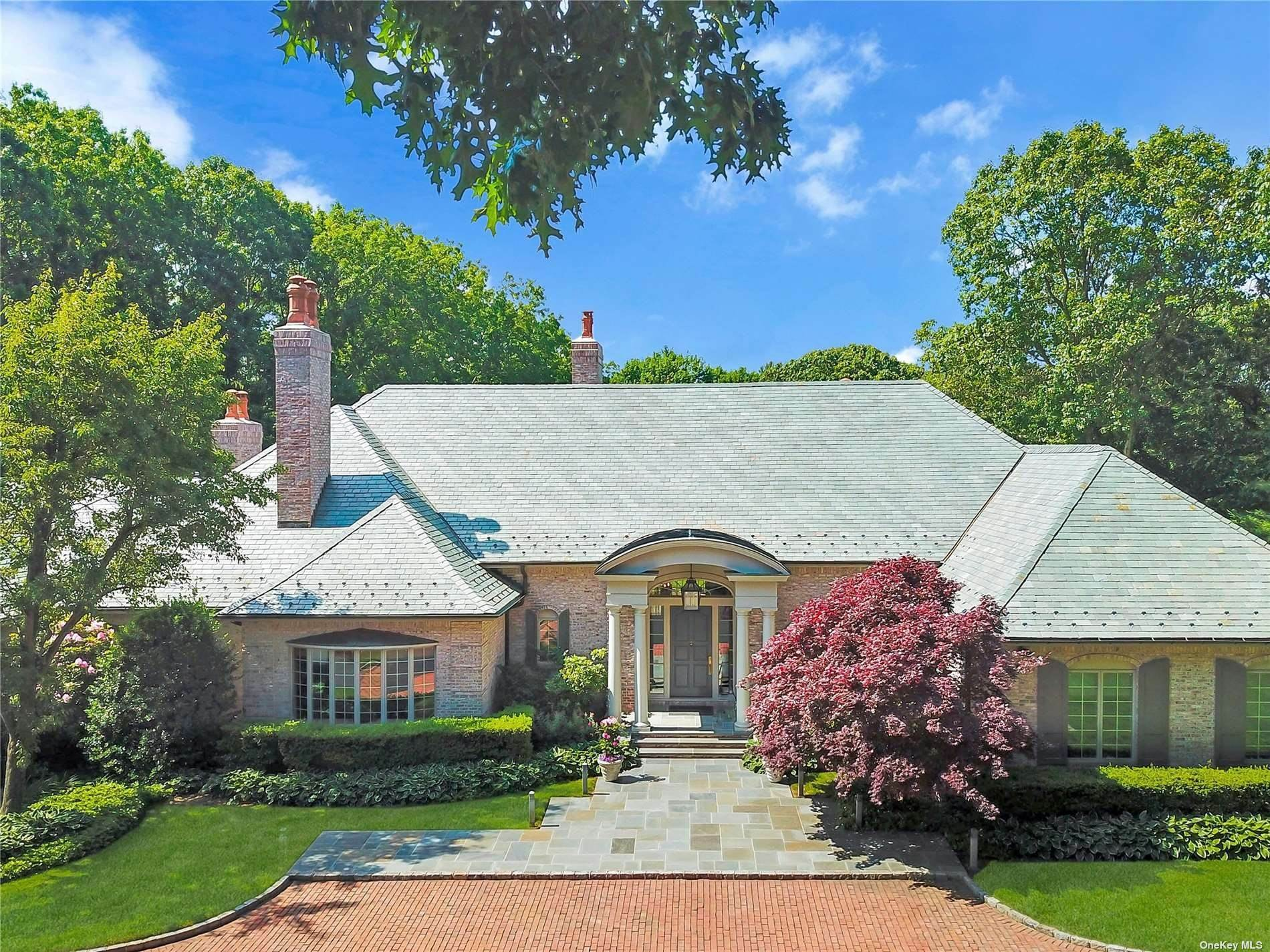 Residential for Sale at 9 Chestnut Hill Drive Upper Brookville, New York 11771 United States