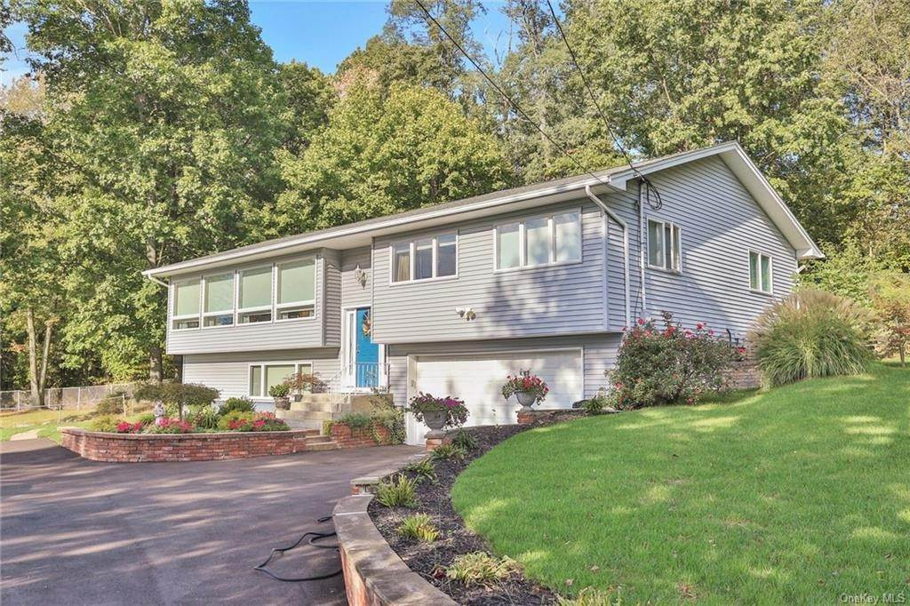 Residential for Sale at 100 Ludvigh Road, Clarkstown, NY 10954 Bardonia, New York 10954 United States