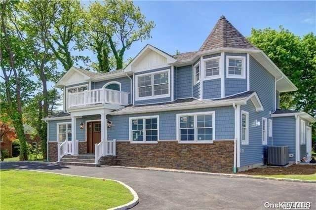 Residential for Sale at 115 Shelter Rock Road Manhasset Hills, New York 11040 United States