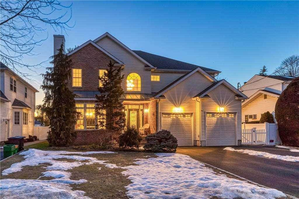 Residential for Sale at 844 Linstead Lane North Bellmore, New York 11710 United States