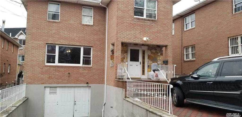 Residential Lease الساعة 138-07 Coolidge Avenue Briarwood, New York 11435 United States