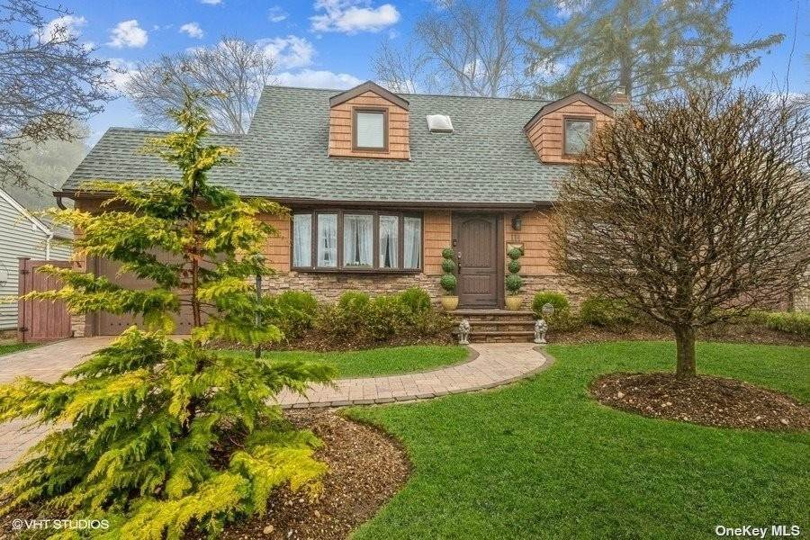 Residential for Sale at 114 N Radcliff Drive East Norwich, New York 11732 United States