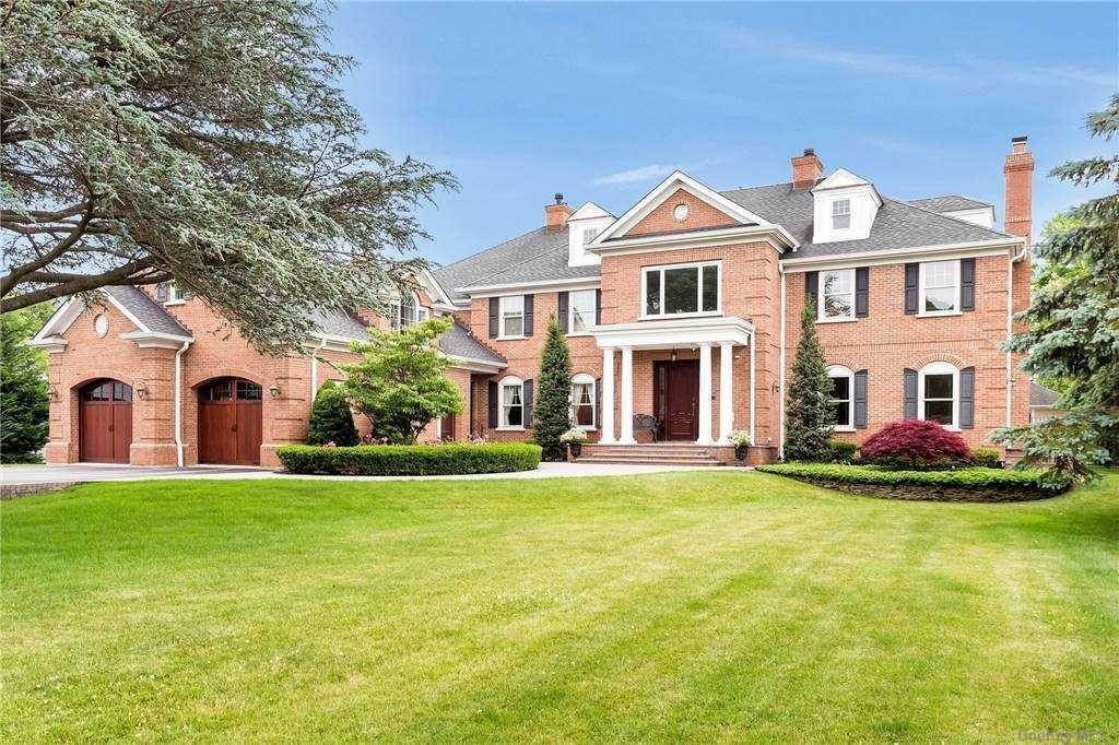 Residential for Sale at 209 Willetts Lane West Islip, New York 11795 United States