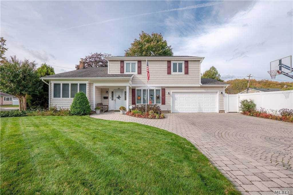 Residential for Sale at 84 Peachtree Drive East Norwich, New York 11732 United States