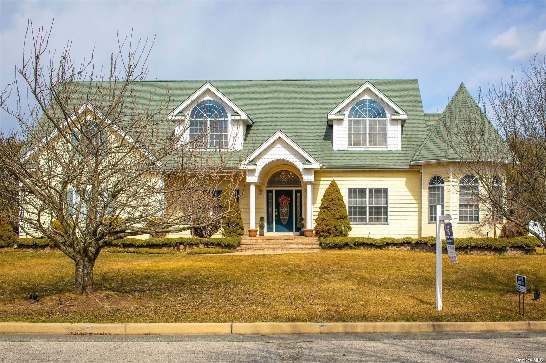 Residential for Sale at 979 John Avenue Bayport, New York 11705 United States