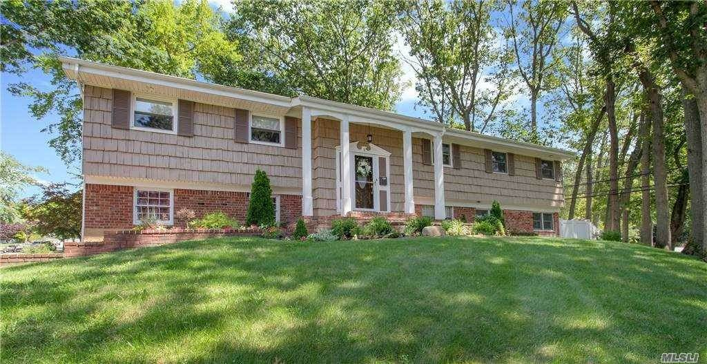 Residential for Sale at 1 Split Oak Drive East Norwich, New York 11732 United States