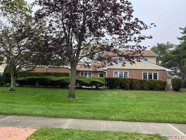 Residential for Sale at 318 Lagoon Drive, Copiague, NY 11726 Copiague, New York 11726 United States
