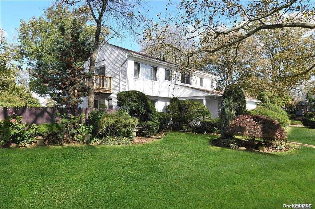 Residential for Sale at 1114 Duston Road North Woodmere, New York 11581 United States