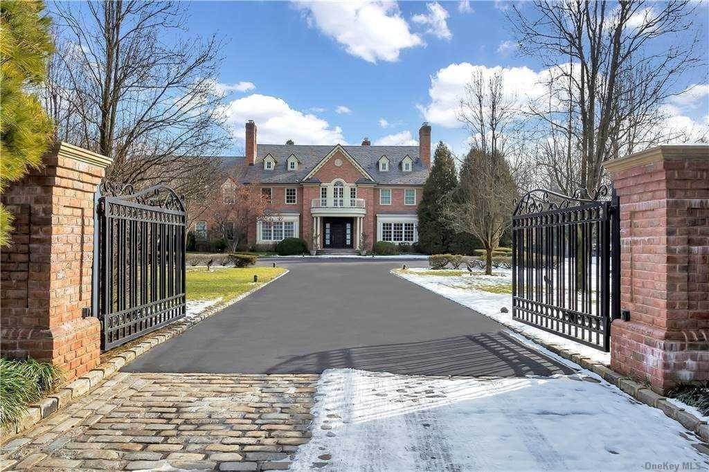 Residential for Sale at 35 Applegreen Drive Old Westbury, New York 11568 United States