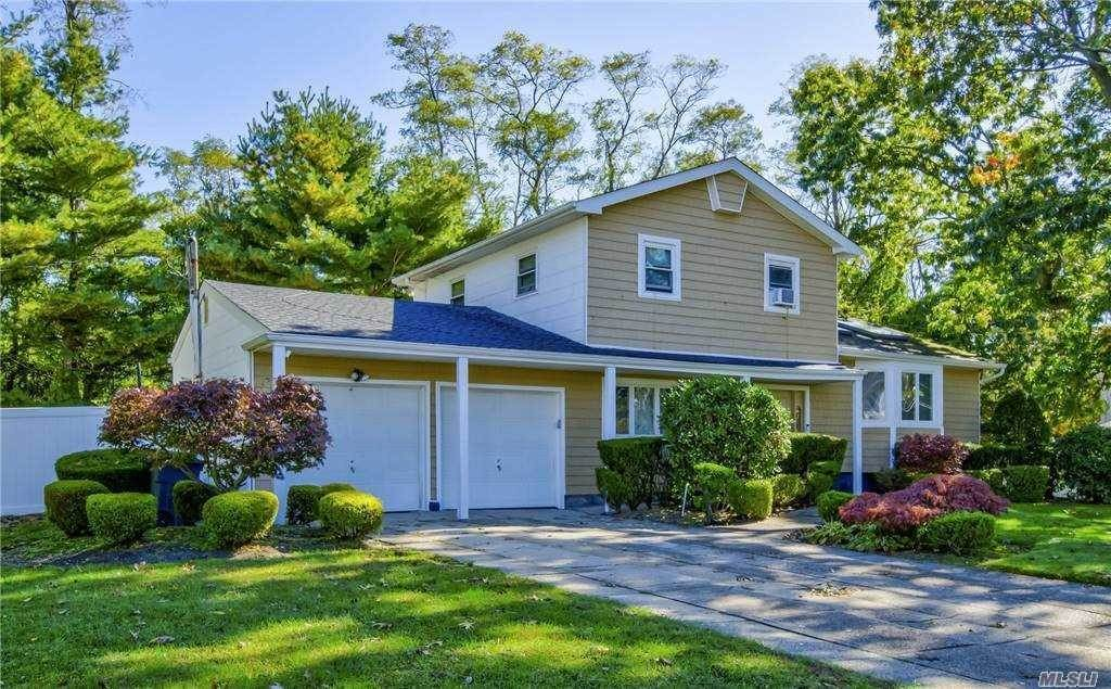 Residential for Sale at 3 Cornell Drive, Wheatley Heights, NY 11798 Wheatley Heights, New York 11798 United States