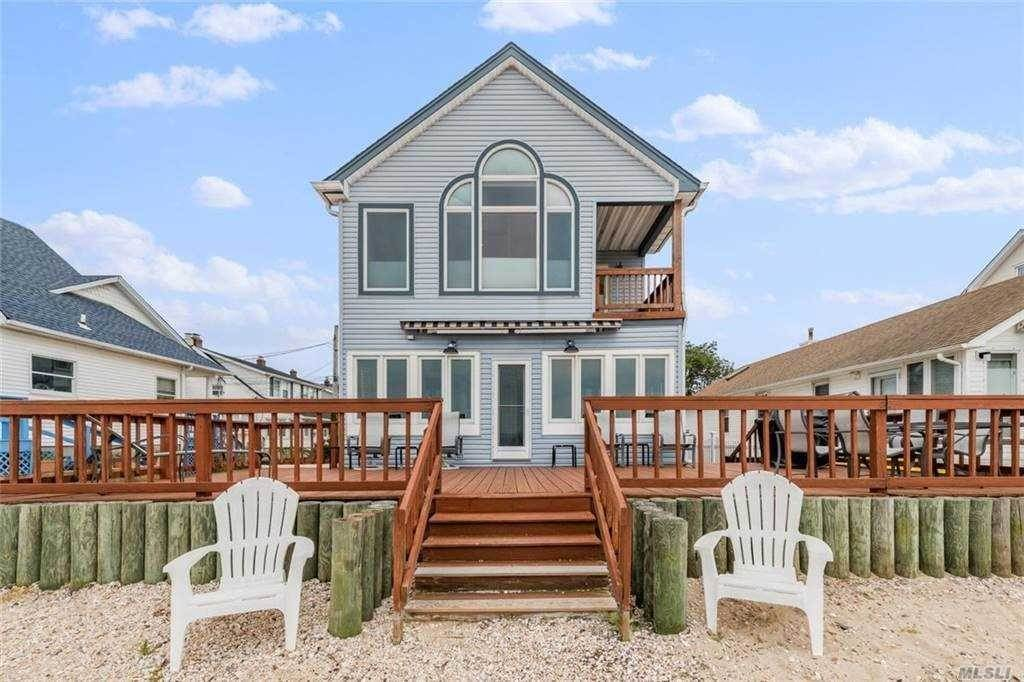Residential for Sale at 3 E Shore Drive Bayville, New York 11709 United States