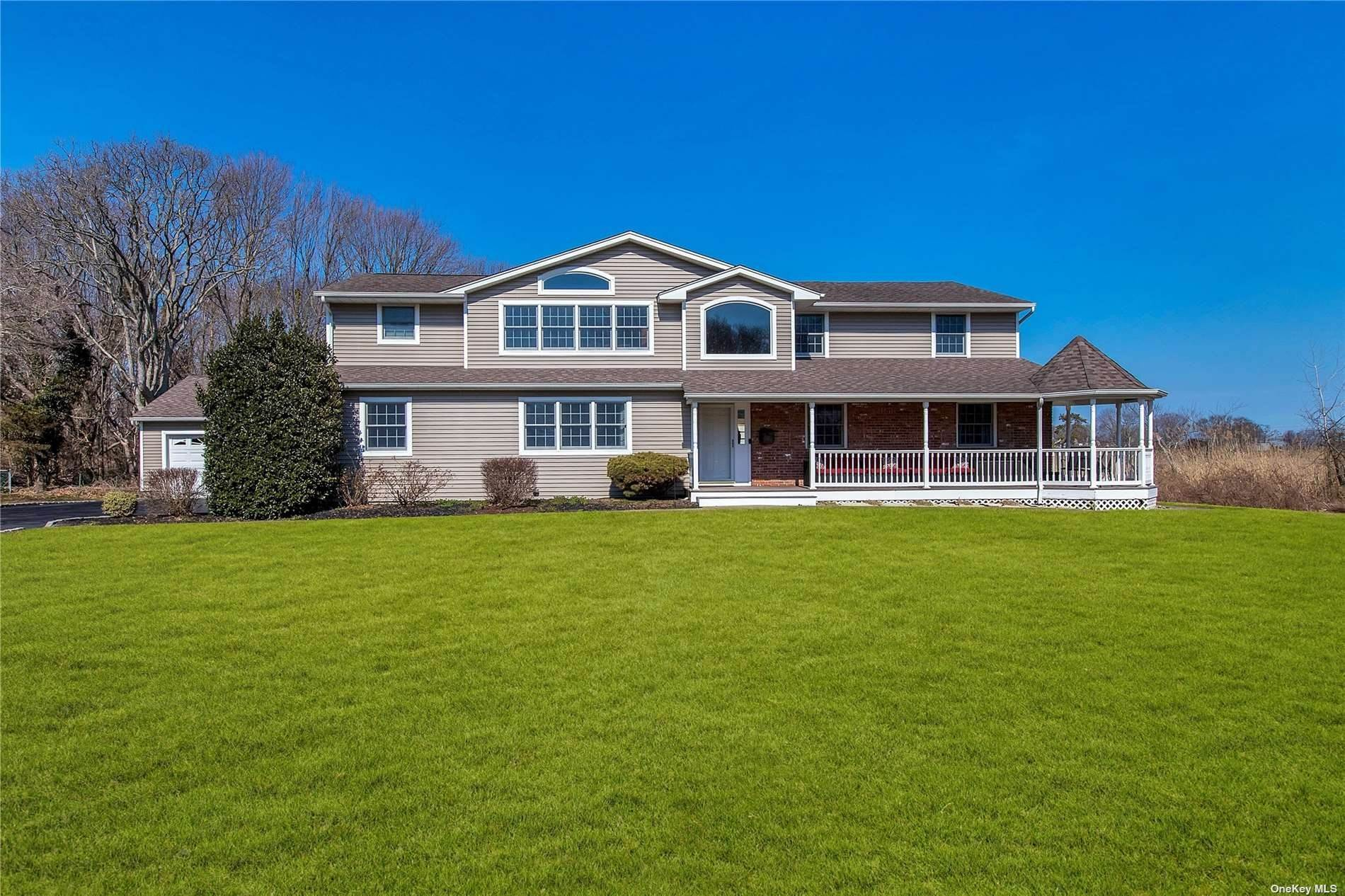 Residential for Sale at 15 Cedar Bay Court Bayport, New York 11705 United States