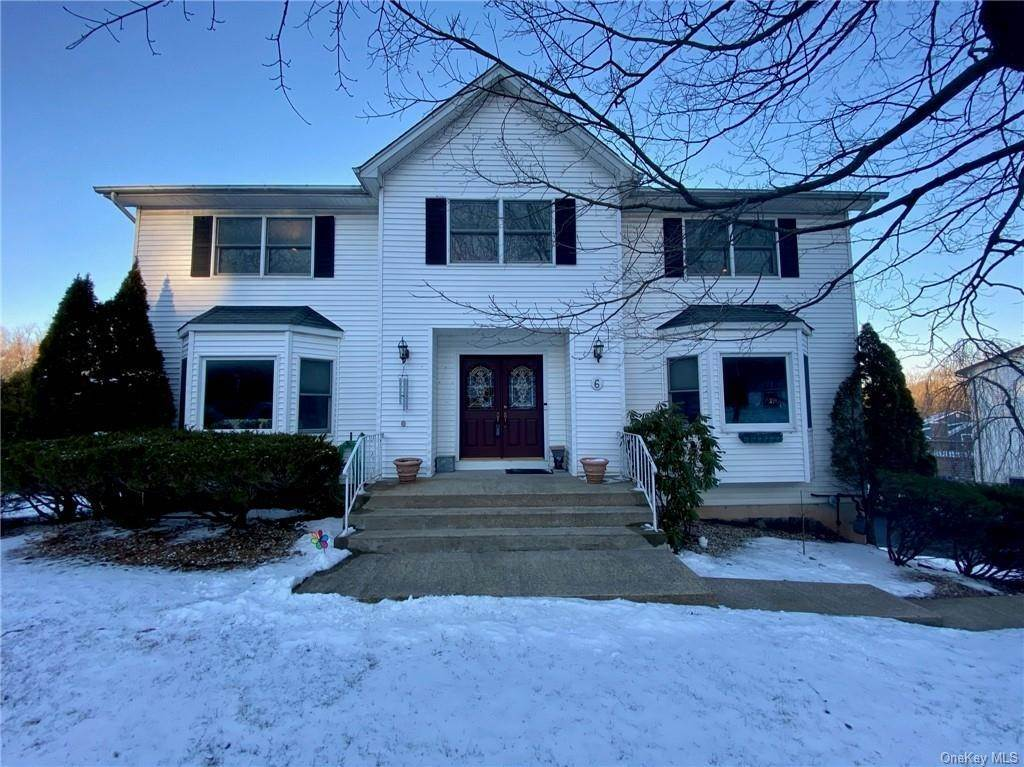 Residential for Sale at 6 Carriage Lane, Clarkstown, NY 10954 Nanuet, New York 10954 United States