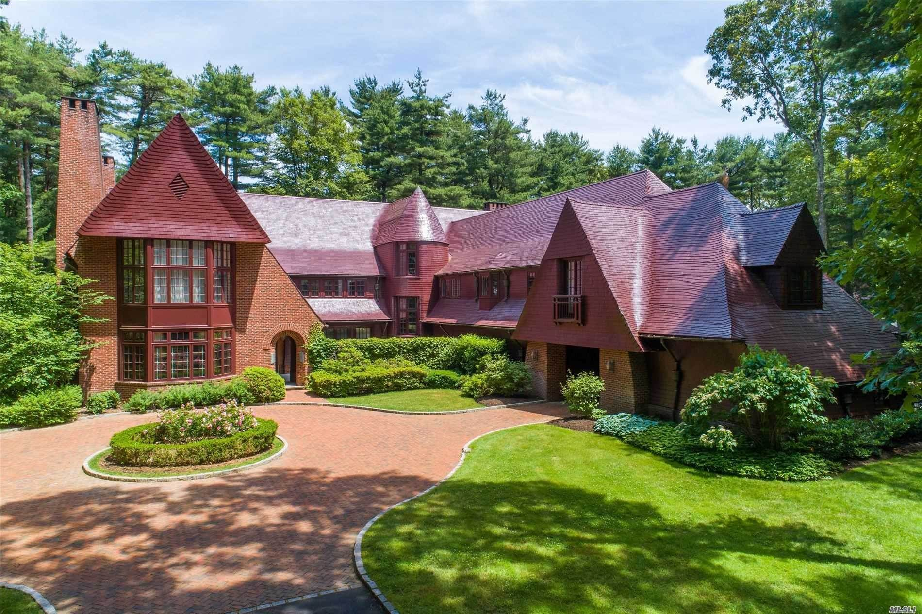 Residential for Sale at 35 Chestnut Hill Drive Upper Brookville, New York 11771 United States