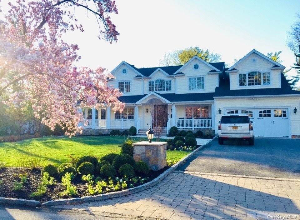 Residential for Sale at 72 Circle Lane East Hills, New York 11577 United States