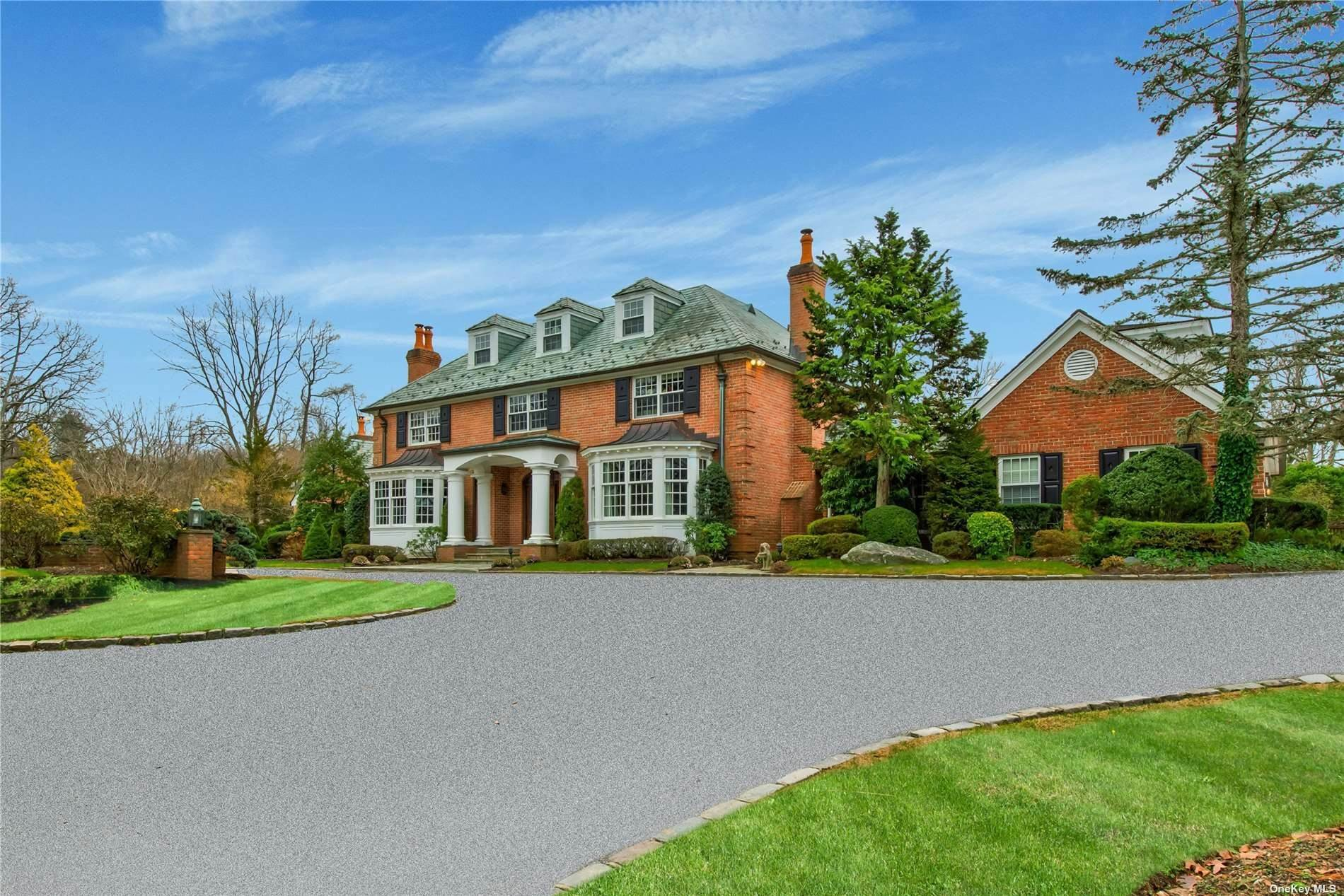 Residential for Sale at 10 High Ridge Lane Matinecock, New York 11560 United States