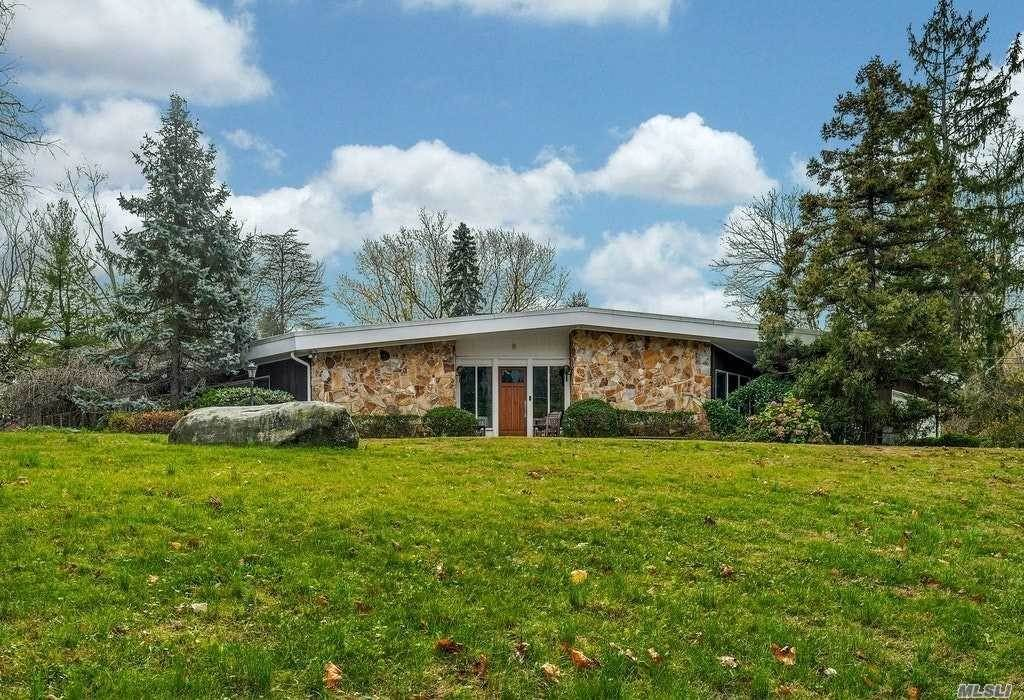 Residential for Sale at 7 Lewis Lane Lattingtown, New York 11560 United States
