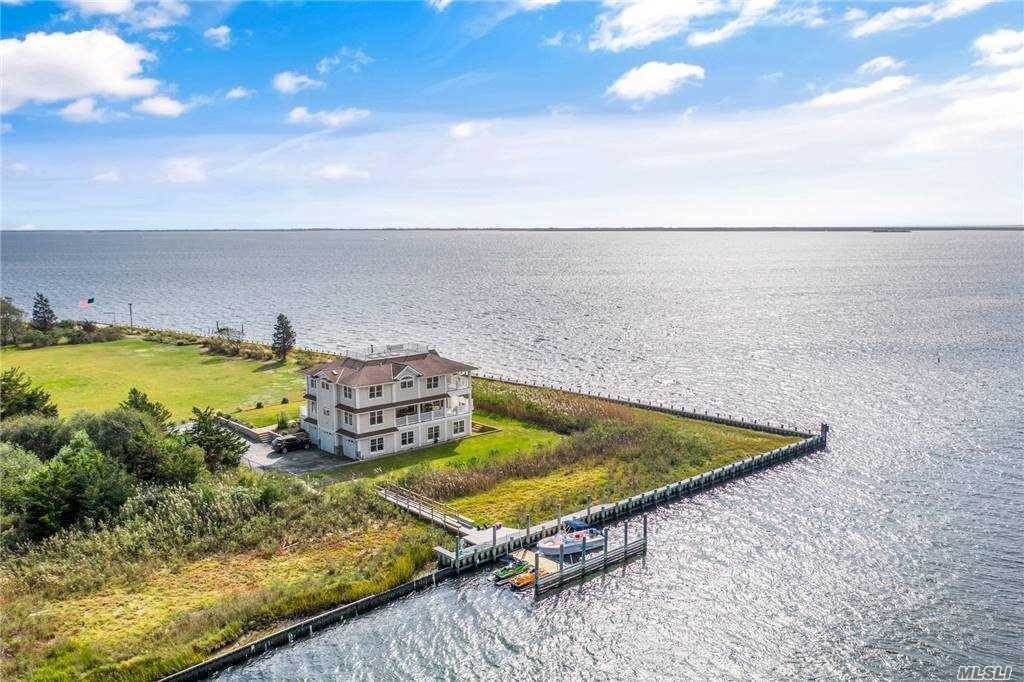 Residential for Sale at 7 Convent Lane, Center Moriches, NY 11934 Center Moriches, New York 11934 United States
