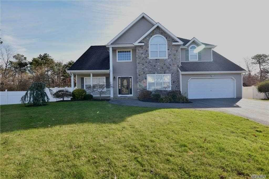 Residential for Sale at 3 Sunflower Court, Holtsville, NY 11742 Holtsville, New York 11742 United States