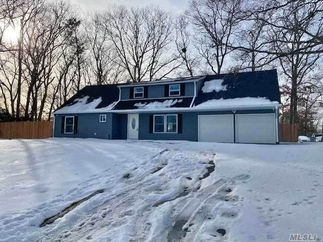Residential for Sale at 10 Halfcircle Drive, Holbrook, NY 11741 Holbrook, New York 11741 United States