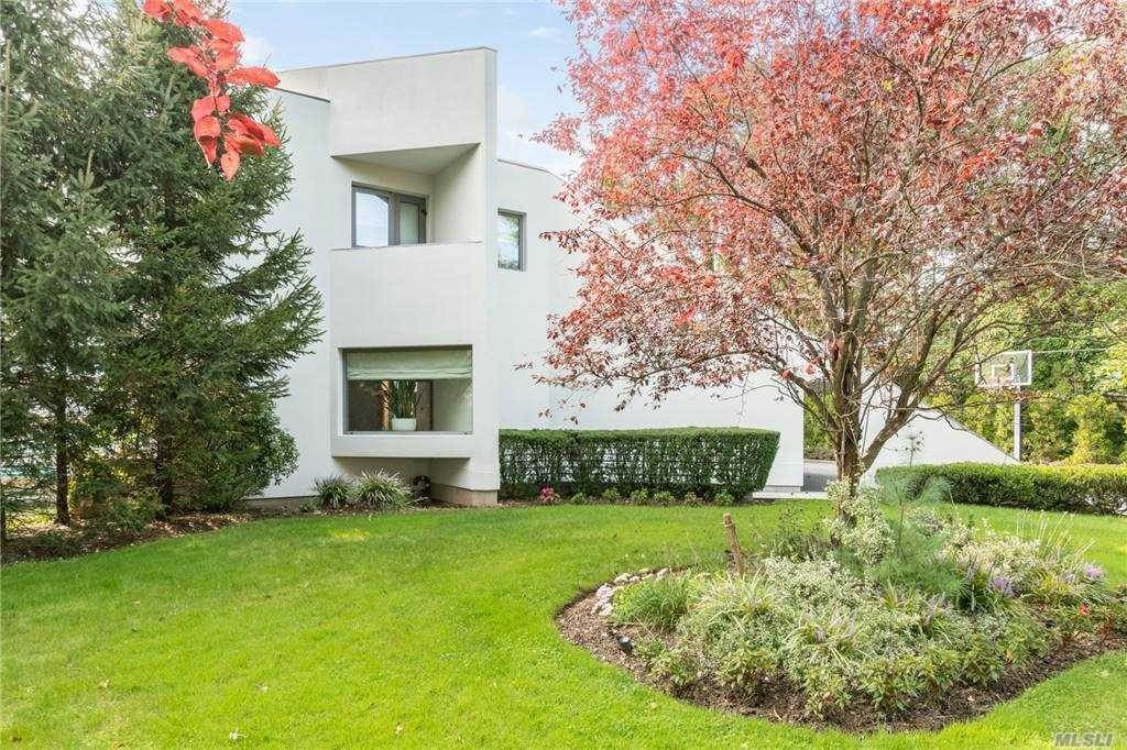 Residential for Sale at 8 Hemlock Lane Roslyn Heights, New York 11577 United States