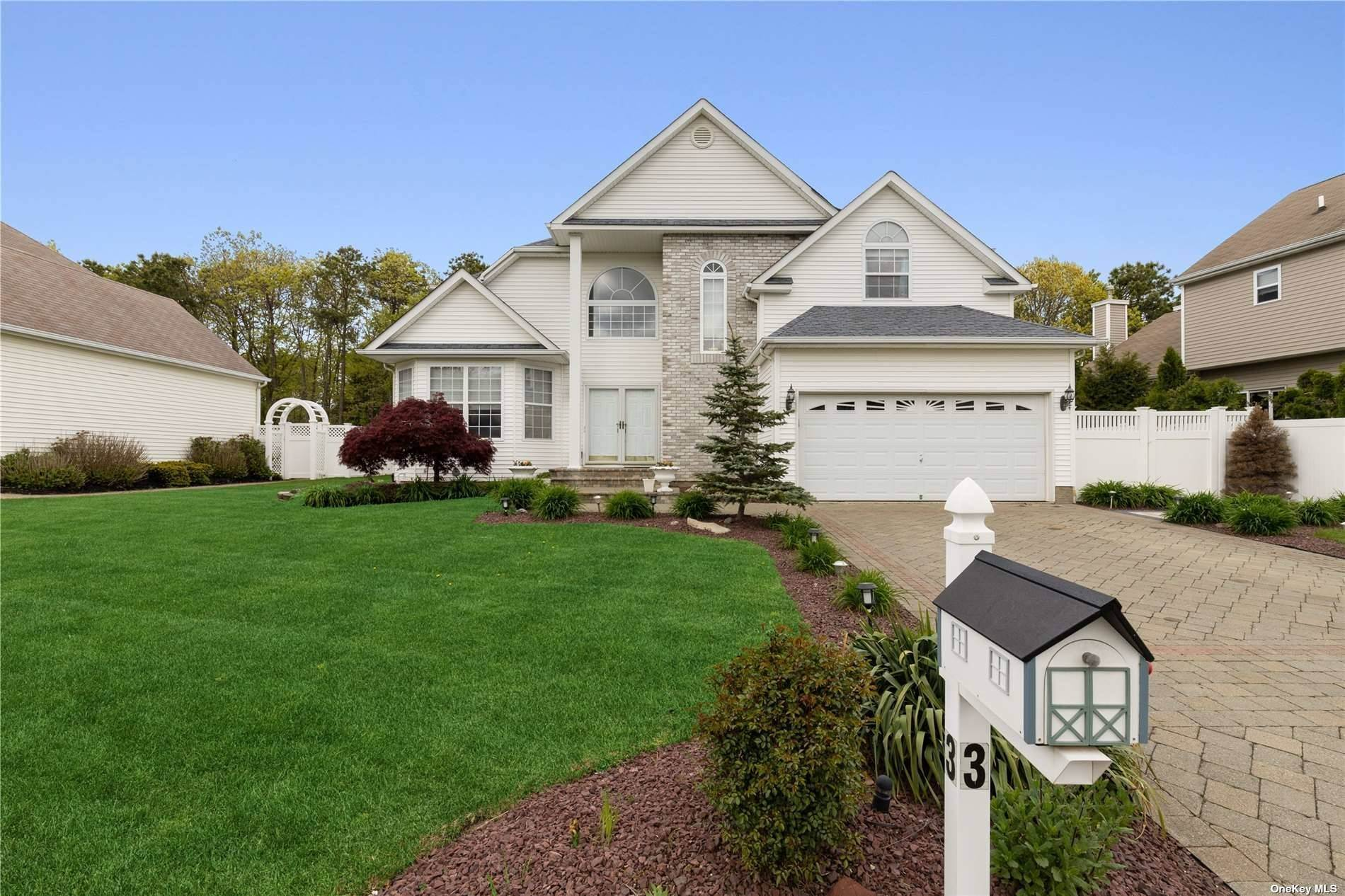Residential for Sale at 3 Marigold Holtsville, New York 11742 United States
