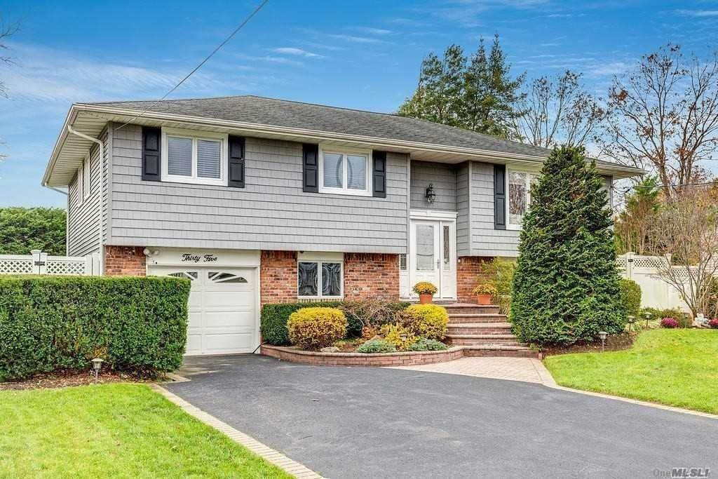 Residential for Sale at 35 Fairway Drive Old Bethpage, New York 11804 United States