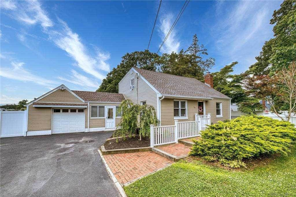 Residential for Sale at 78 Manhattan Boulevard Islip Terrace, New York 11752 United States