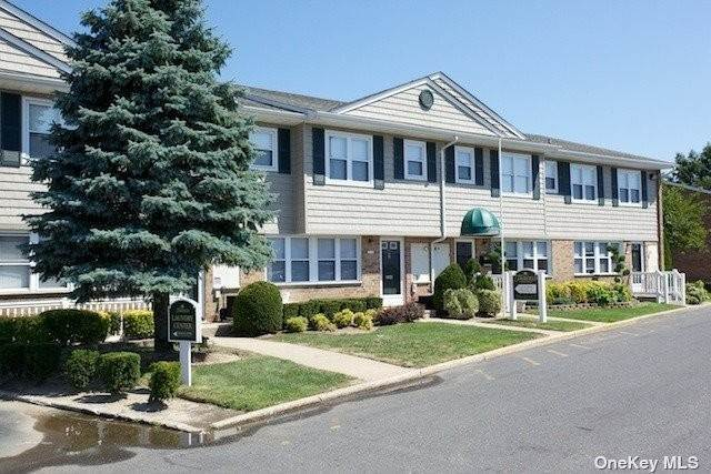 Arrendamiento Residencial en 1355 Roanoke Avenue # 4F Riverhead, Nueva York 11901 Estados Unidos