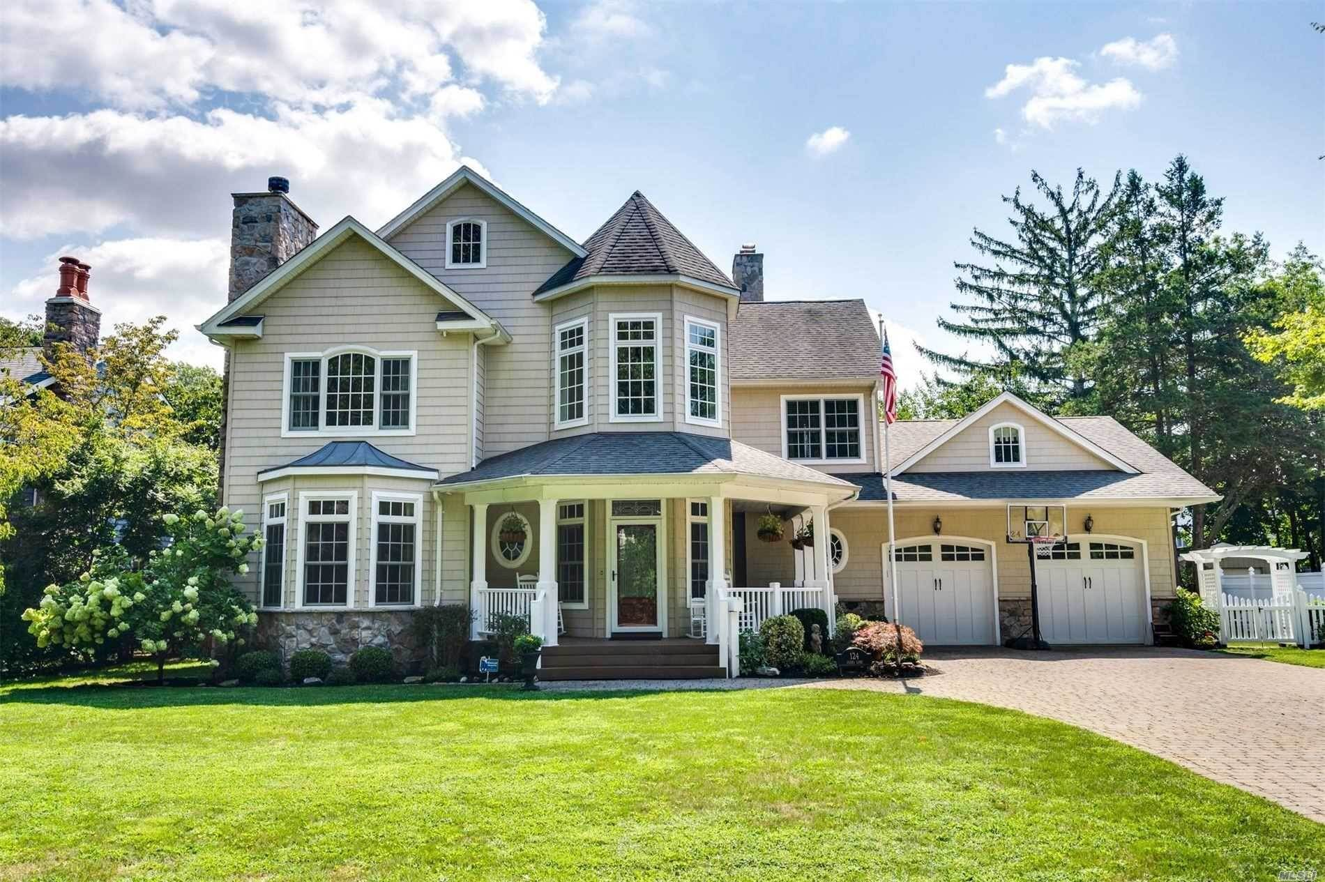 Residential for Sale at 124 Cocks Lane, Locust Valley, NY 11560 Locust Valley, New York 11560 United States