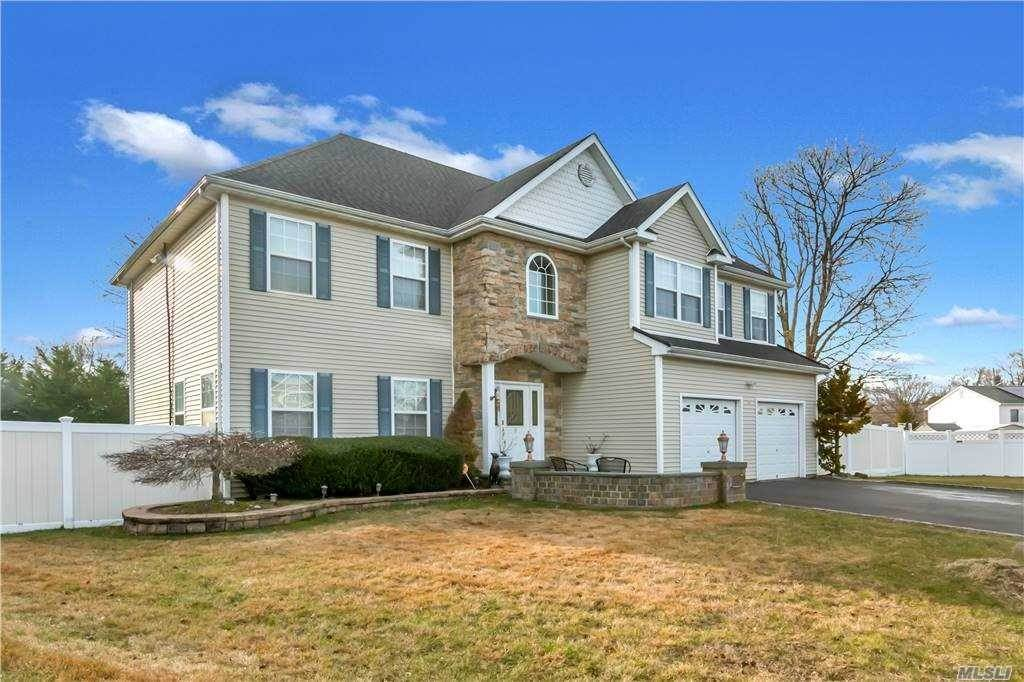 Residential for Sale at 8 Sarah Court Deer Park, New York 11729 United States