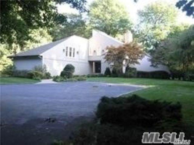 Residential for Sale at 1 Tondan Lane Lattingtown, New York 11560 United States