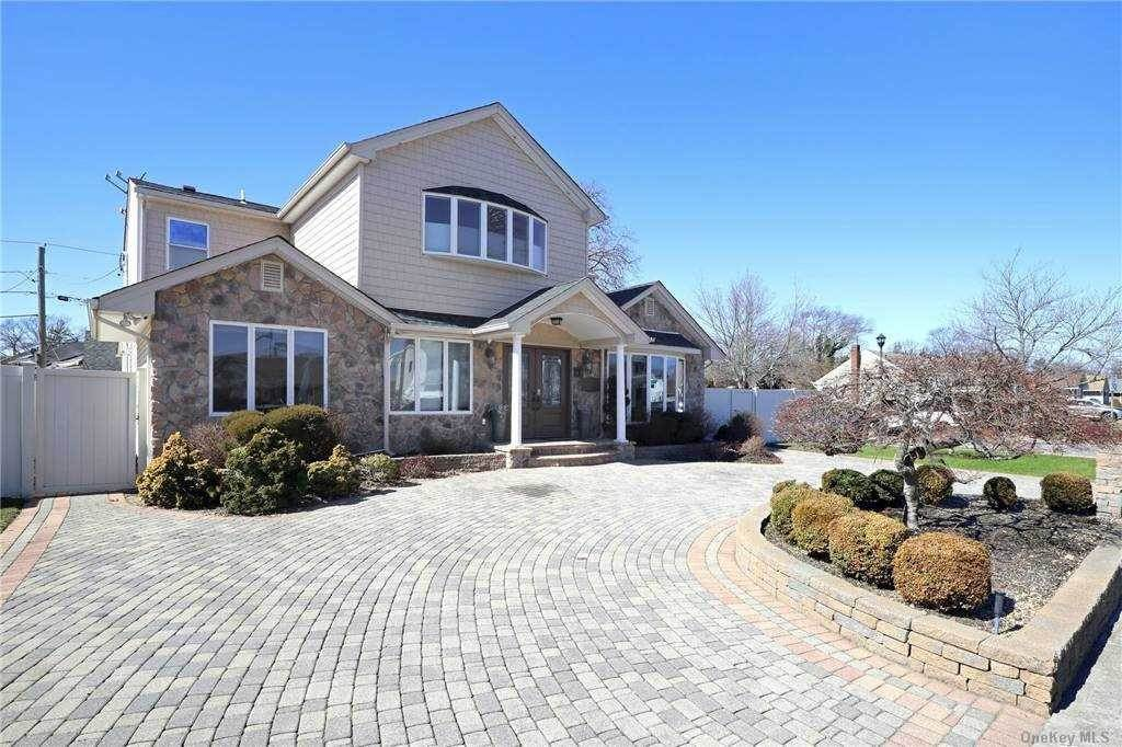 Residential for Sale at 1076 Olympia Rd Road North Bellmore, New York 11710 United States