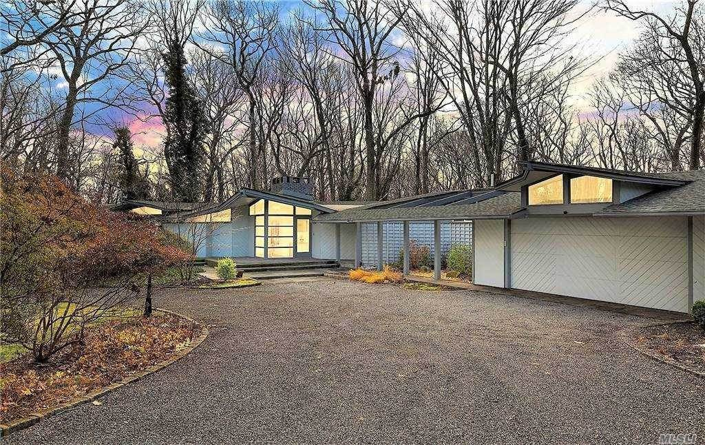 Residential for Sale at 4 Coon Hollow Road, Lloyd Neck, NY 11743 Lloyd Neck, New York 11743 United States