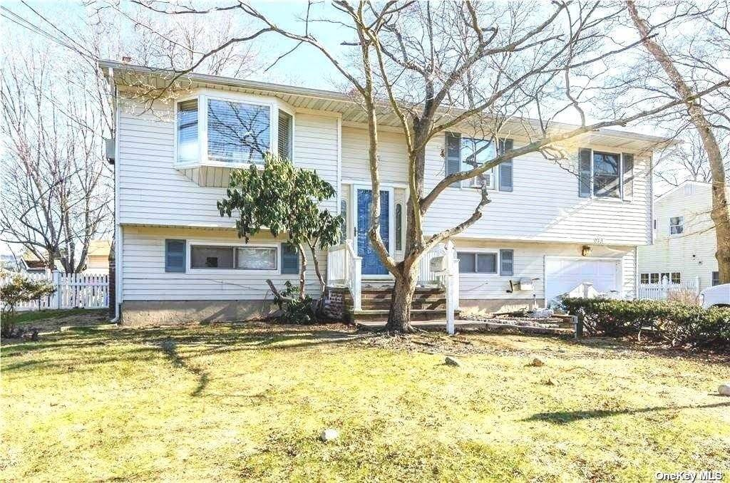 Residential for Sale at 199 Holbrook Road, Ronkonkoma, NY 11779 Ronkonkoma, New York 11779 United States