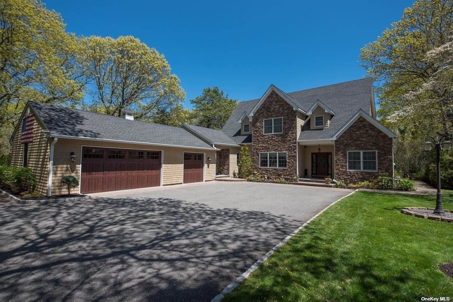 Residential for Sale at 27 Oaklawn Drive Commack, New York 11725 United States