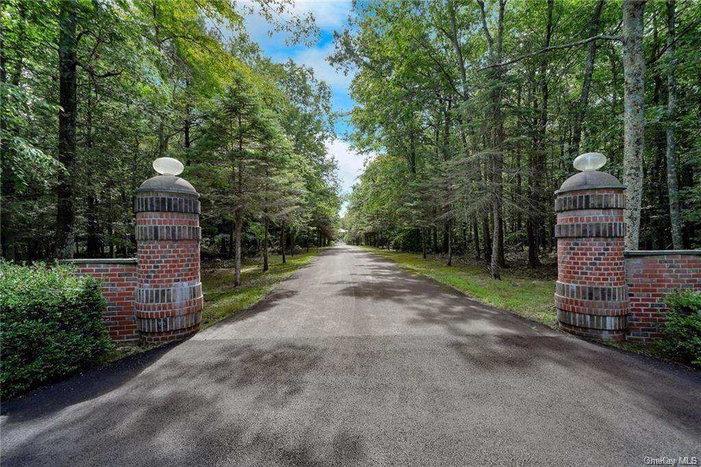 Residential for Sale at 139 Mullock Road Middletown, New York 10940 United States