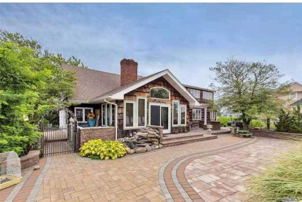 Residential for Sale at 1 Farragut Place Amityville, New York 11701 United States