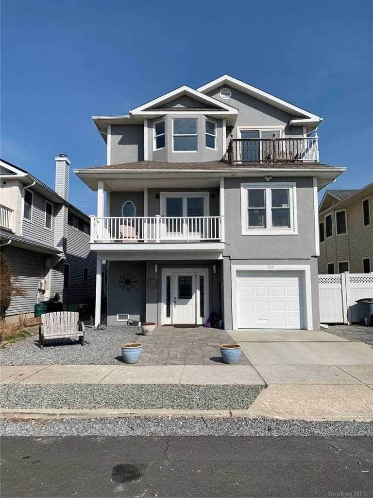 Residential Lease at 255 W Pine Street, Long Beach, NY 11561 Long Beach, New York 11561 United States